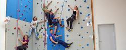 Kletter-AG des Regino-Gymnasiums und EuWeCo klettern gemeinsam