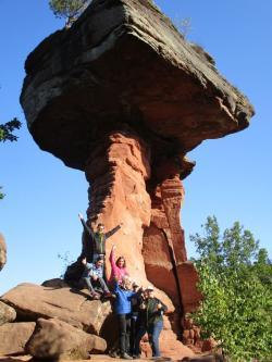 Hoch hinaus im Pfälzer Wald: Teilnehmer der Westeifel Werke besteigen Dahner Felswand