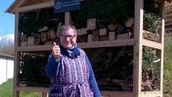 Arla schenkt Insektenhotels an die Westeifel Werke